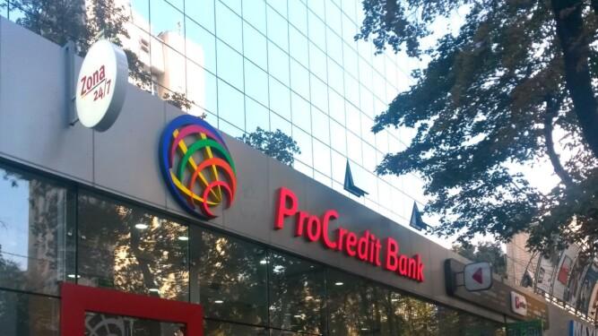 реклама на фасаде банка