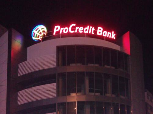 световая реклама на крыше Procreditbank Nika Color