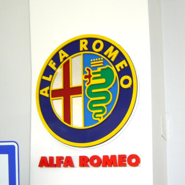лого из цветного оргстекла