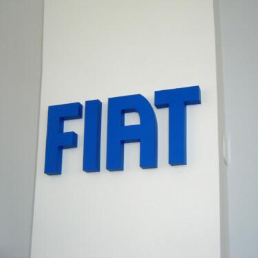 буквы на стене в магазине