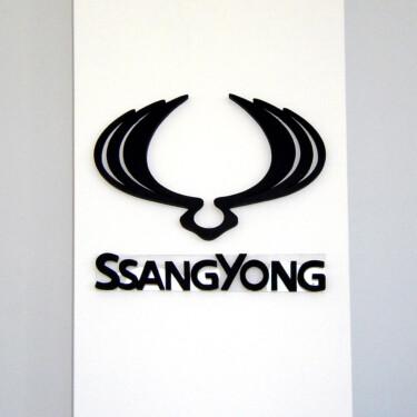 лого в интерьере