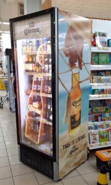 холодильник в магазине